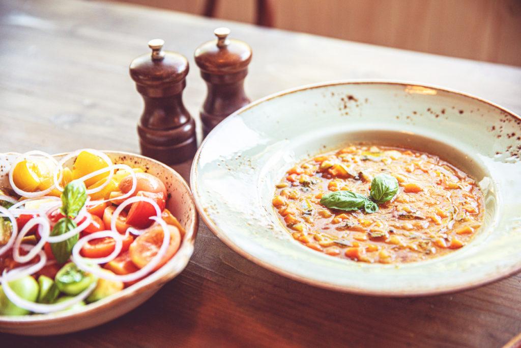 talian Minestrone Soup with Fresh Salad